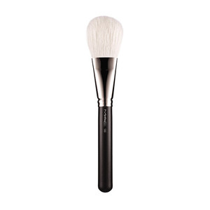 MAC 135 Large Flat Powder Brush